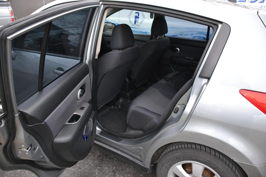 2009 Nissan Versa Sl Hatchback Nepean Ottawa Mobile