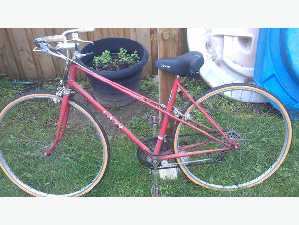 Retro ladies road bike