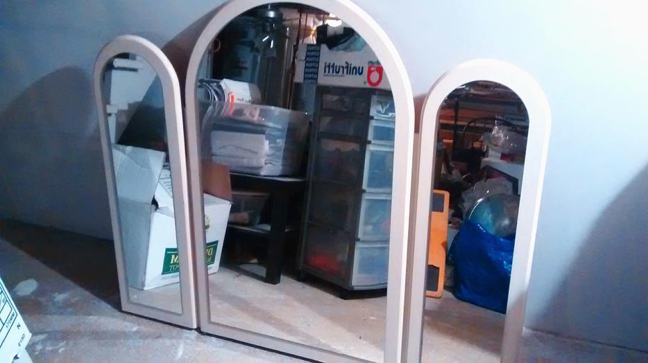 Mega vente de garage big end of summer garage sale sep for Mega meuble montreal
