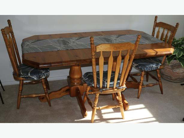 Exceptional Rustic Pine Dining Room Table Chairs Hutch  : 49064645614 from www.usedcowichan.com size 614 x 461 jpeg 35kB
