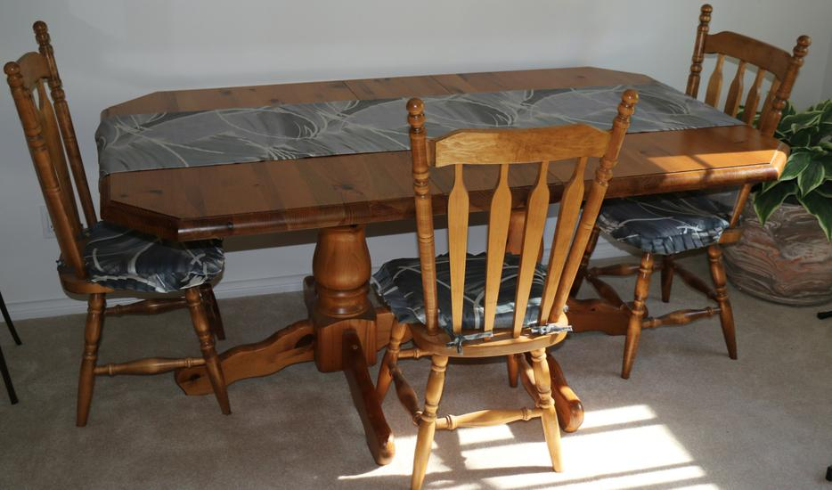 Exceptional rustic pine dining room table chairs hutch for Dining room tables kelowna