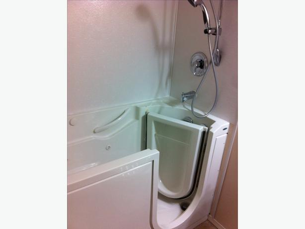Walk In Jetted Bathtub Heated Excellent Condition MAKE ME AN OFFER Outs