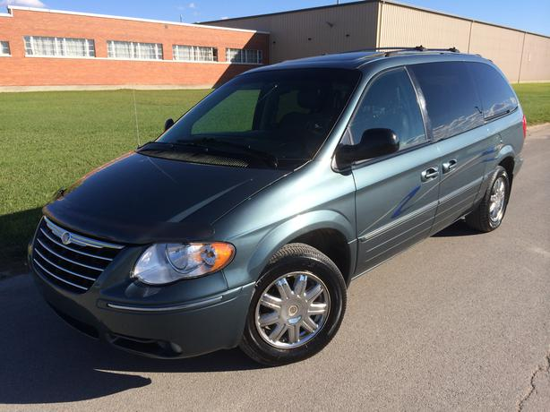 2005 chrysler town country absolutely fully loaded limited west regina regina. Black Bedroom Furniture Sets. Home Design Ideas
