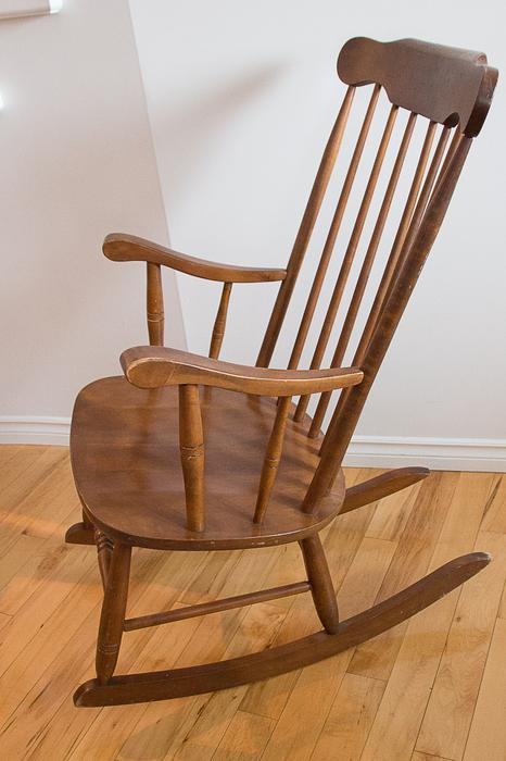 Wooden Rocking Chair Qualicum Nanaimo Mobile