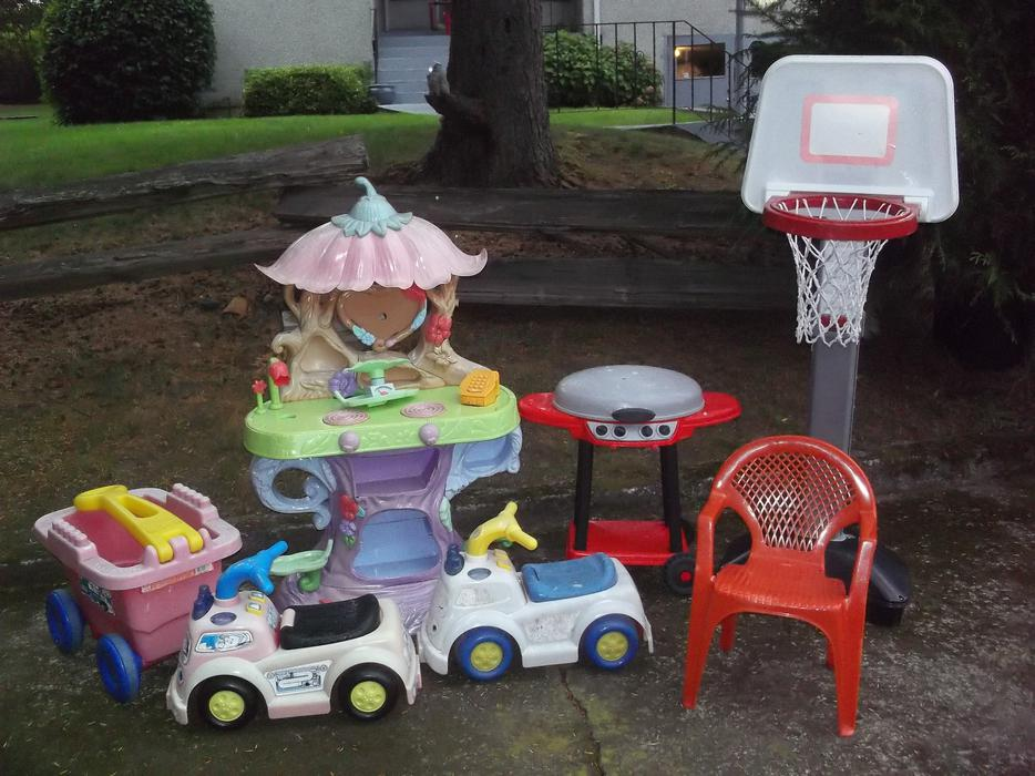 Used Yard Toys : Outdoor toy lot saanich victoria mobile