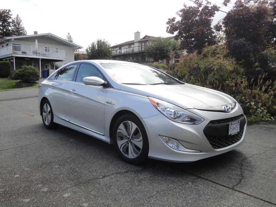 2013 Hyundai Sonata Hybrid Limited Edition Outside