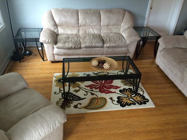 Good Condition Living Room Set Victoria City Victoria