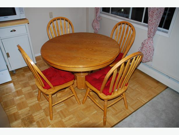 solid oak dining table and four chairs victoria city victoria