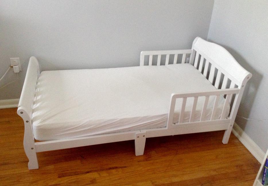 White Toddler Bed And Mattress Saanich Victoria