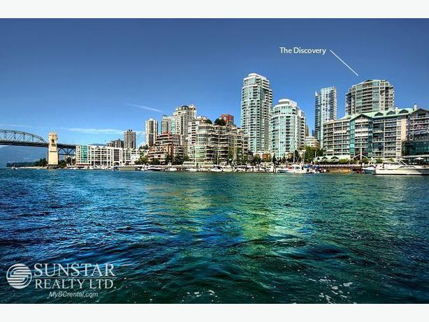 Downtown Furnished Luxury Condo w/ Water Views @ The Discovery (2206)