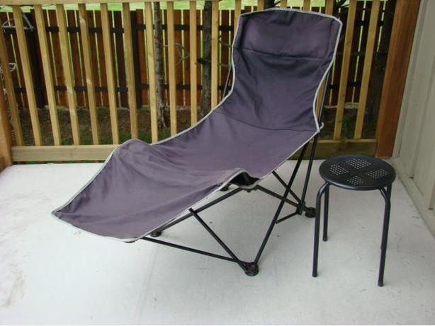 Folding Lounge Chair with Table