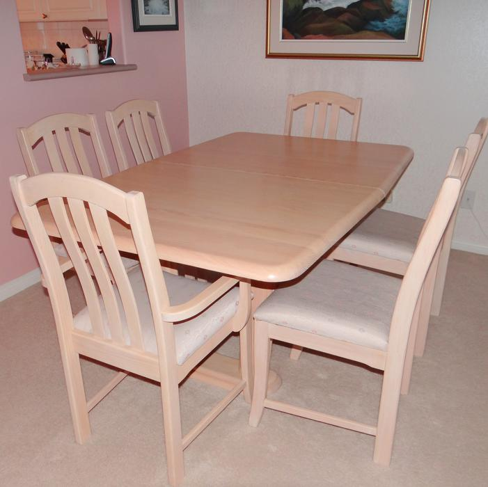 Dining room table with extention and 6 chairs west shore for Dining room tables kelowna