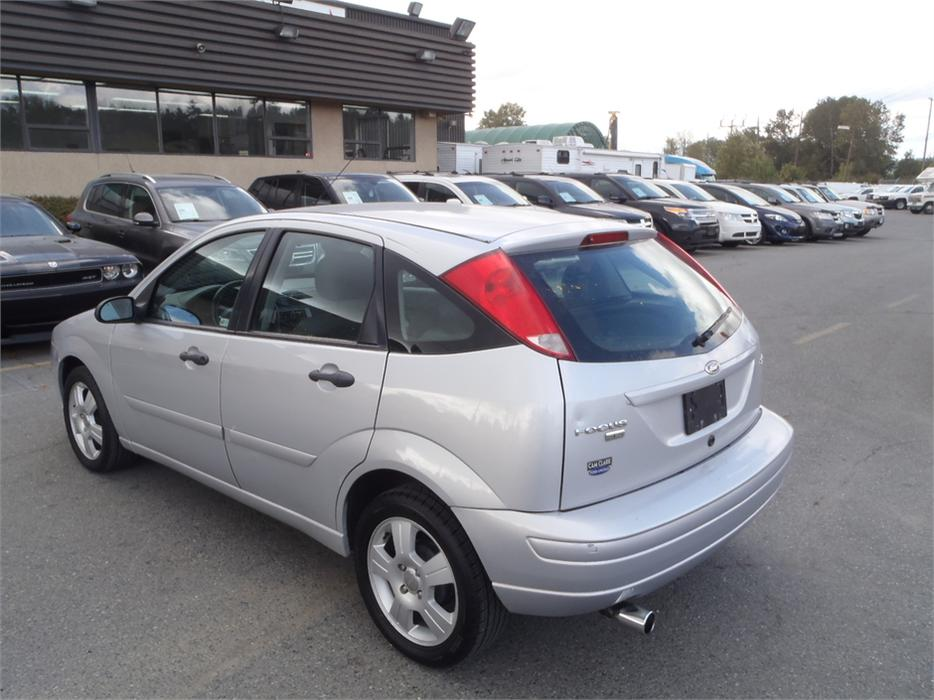 2006 ford focus zx5 s outside comox valley campbell river. Black Bedroom Furniture Sets. Home Design Ideas