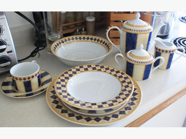 Lovely 8 setting Joshua Maxwell dish set & Lovely 8 setting Joshua Maxwell dish set Victoria City Victoria