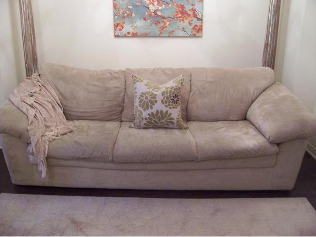 elegant comfy large cream microsuede sofa for sale i deliver gloucester ottawa. Black Bedroom Furniture Sets. Home Design Ideas