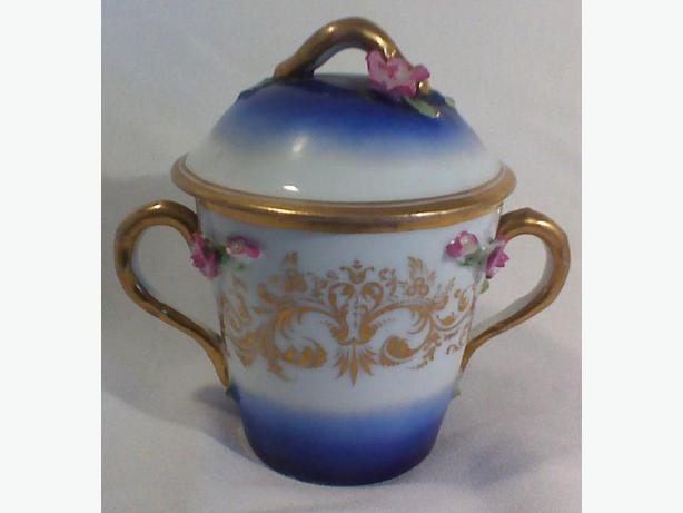 Porcelain caudle cup with lid