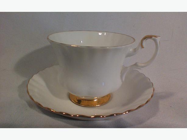 Royal Albert Val D'or teacup and saucer