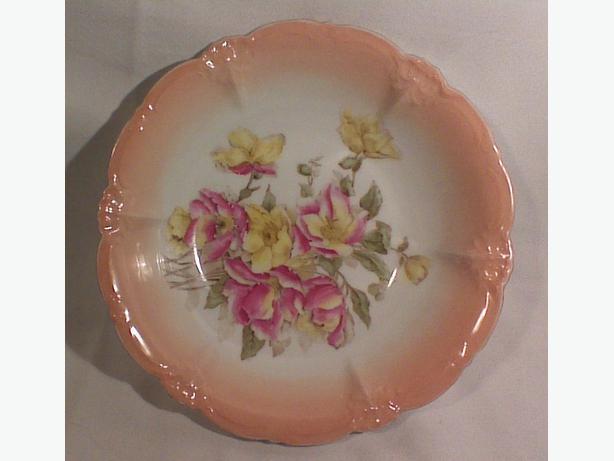 Porcelain peach-rim serving bowl
