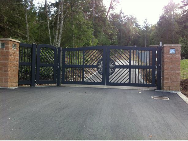 Custom aluminum driveway gates outside calgary area for Aluminum driveway gates prices