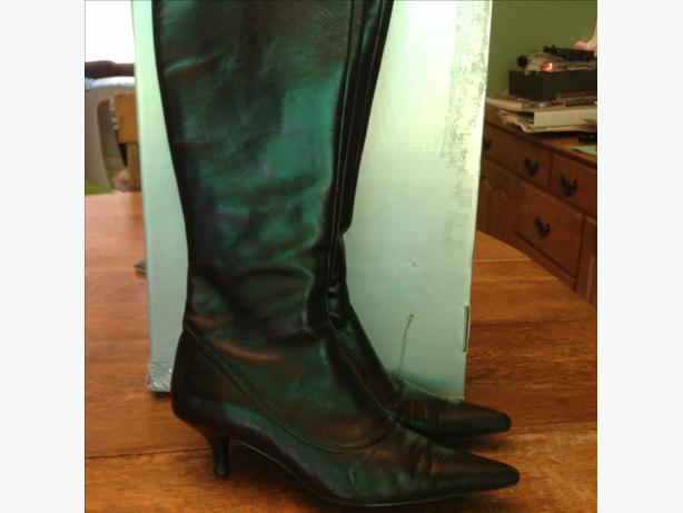 Below knee leather boots