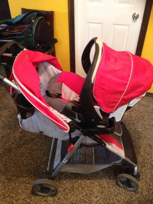 car seat stroller combo east regina regina. Black Bedroom Furniture Sets. Home Design Ideas