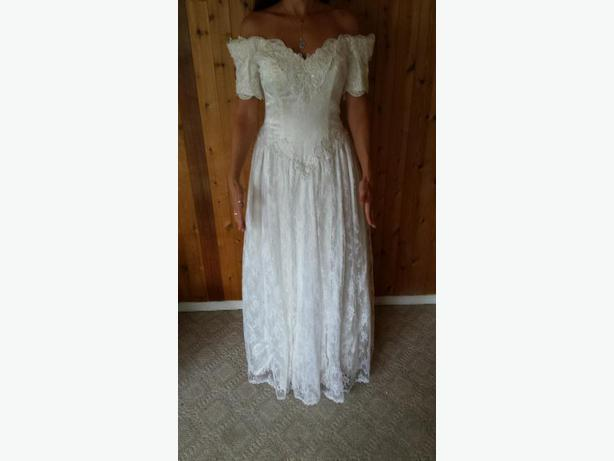 NEW Wedding dress