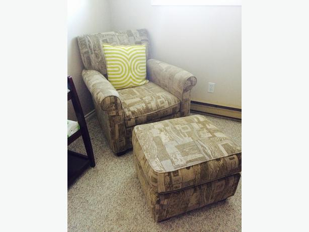 comfy lounge chair with ottoman and 2 matching pillows excellent condition saanich victoria. Black Bedroom Furniture Sets. Home Design Ideas