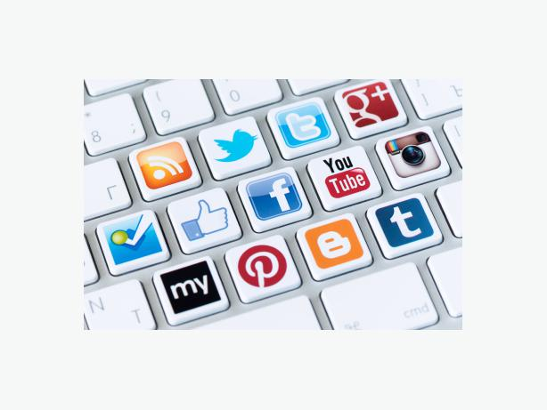 how to start social media assistance service