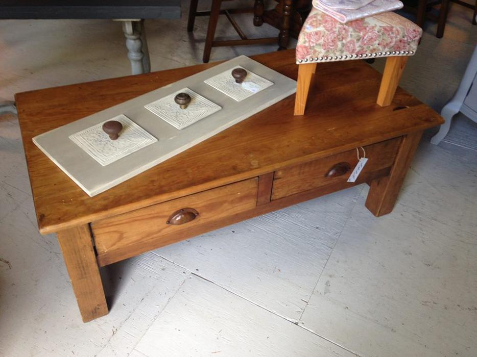 Rustic shaker style coffee table malahat including for Coffee tables kelowna