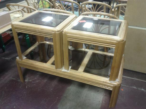 Coffee Table And 2 End Tables Outside Nanaimo Parksville Qualicum Beach