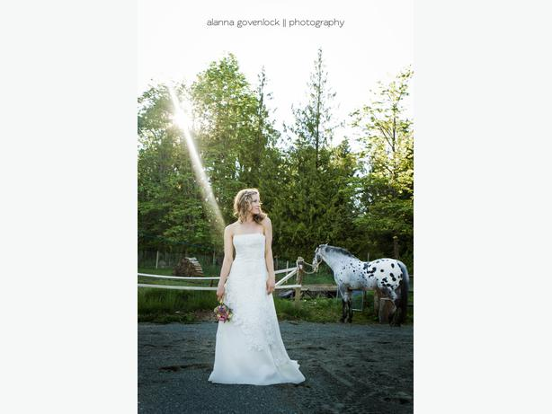 Beautiful wedding dress must sell make me an offer for Used wedding dresses victoria bc