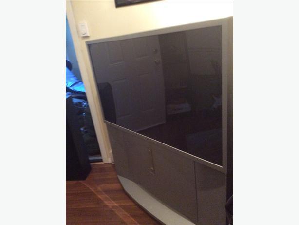 Sony 55 inch projector tv floor model sooke victoria for Floor model tv