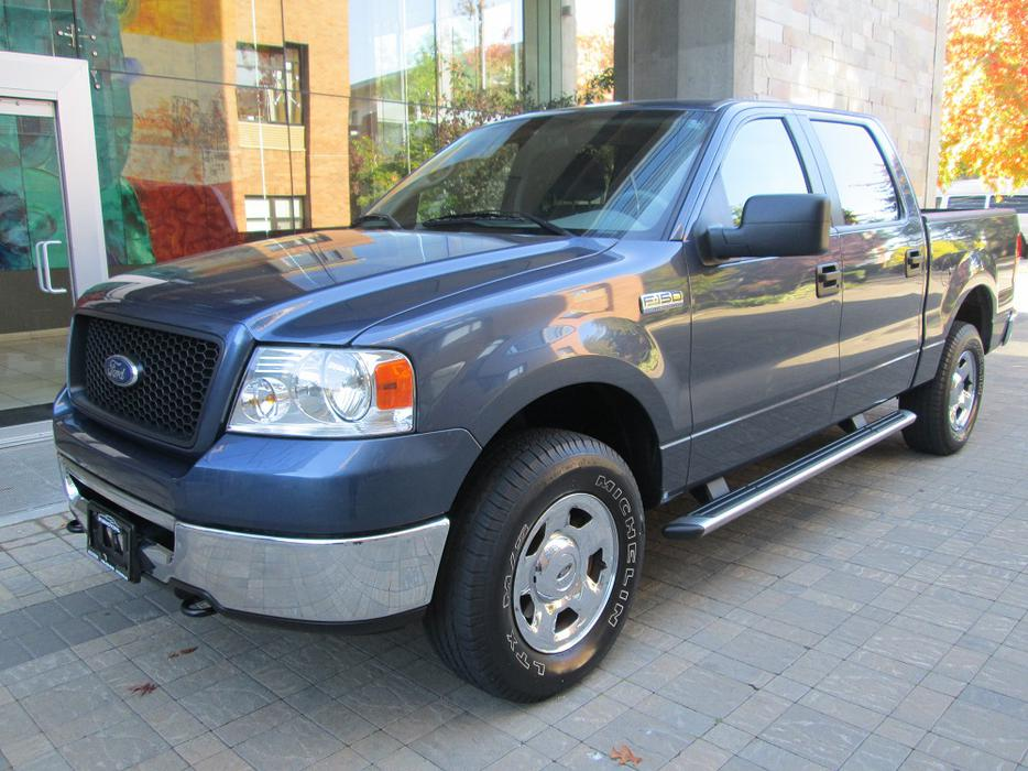 2006 ford f 150 xlt crew cab 4x4 local no accidents outside cowichan valley cowichan. Black Bedroom Furniture Sets. Home Design Ideas