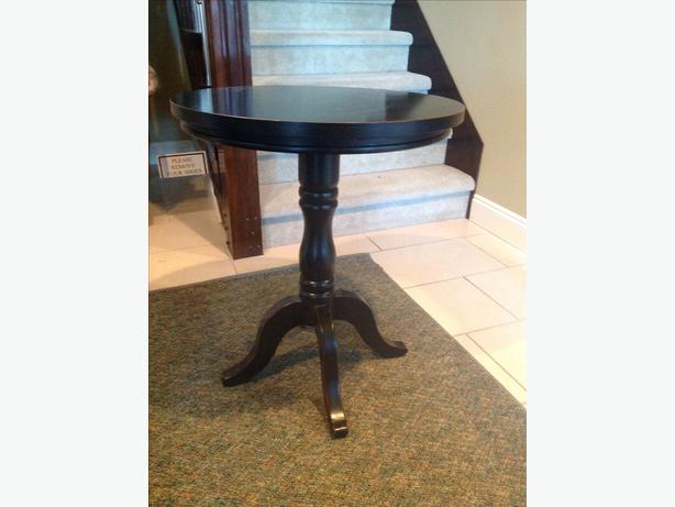 Solid Wood Pedestal Accent/Side Table North Nanaimo