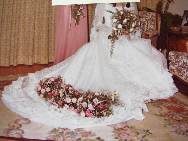 Spanish Lace Gown Size 5-7