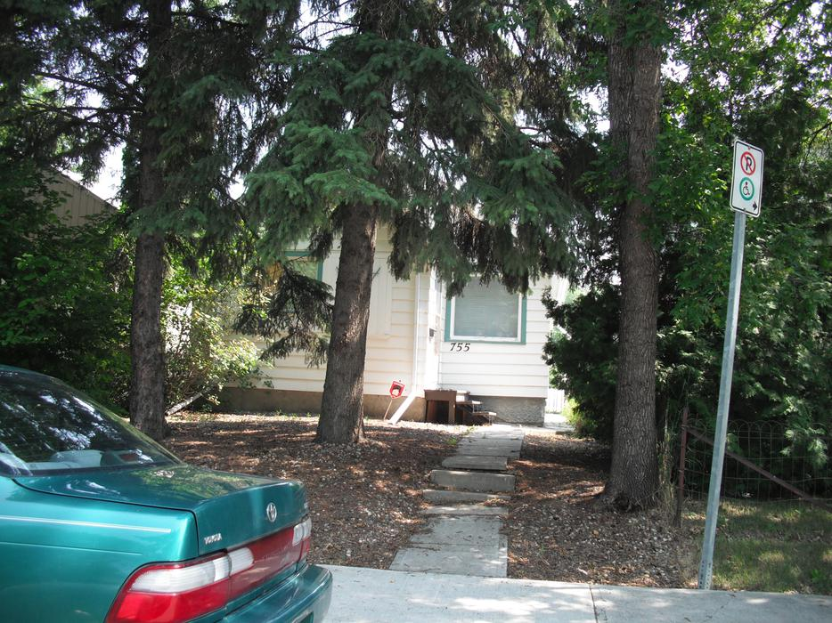House for rent 755 king st central regina regina for King s fish house mission valley