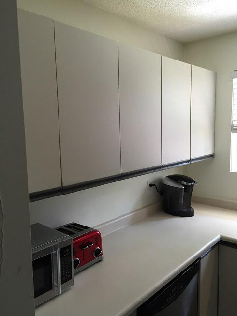 White melamine kitchen cabinets south nanaimo nanaimo for Kitchen cabinets nanaimo