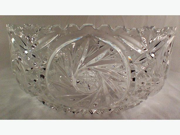 Pinwheel crystal serving bowl