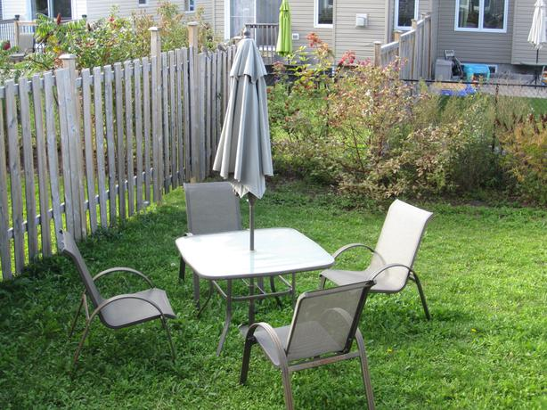 Patio dining set with 4 chairs and umbrella stittsville for Used patio dining sets