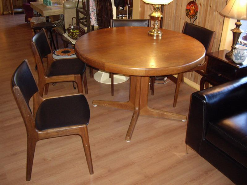 Retro 47 Round Teak Dining Table 4 Chairs 2 Big Leaves Outside Nana