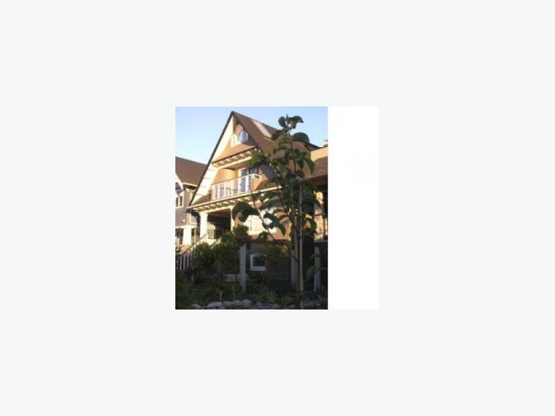 Furnished Kitsilano Character 3 Bedroom Duplex Home near Beach #135