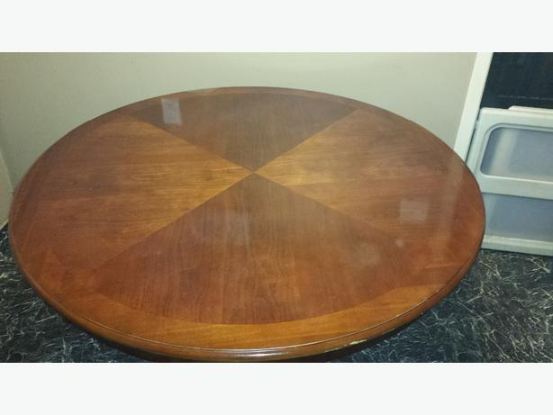 Solid wood round table nepean ottawa for Solid wood round kitchen table