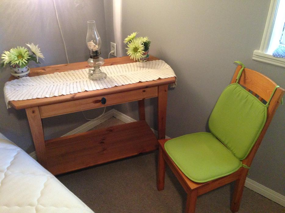Oak writing makeup table and solid wood heavy chair with for Oak makeup table