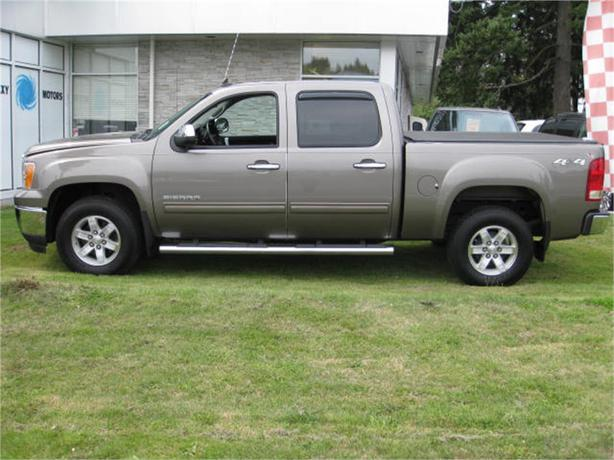 2013 gmc sierra k1500 sle crew cab blue tooth tow package outside nanaimo nanaimo. Black Bedroom Furniture Sets. Home Design Ideas