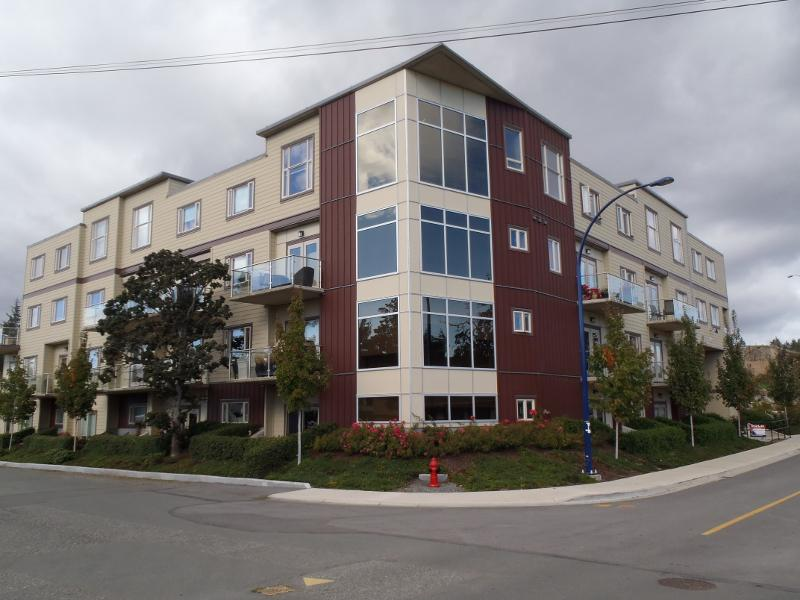 Stacked townhouse for sale by owners in victoria outside for Stacked townhouse floor plans