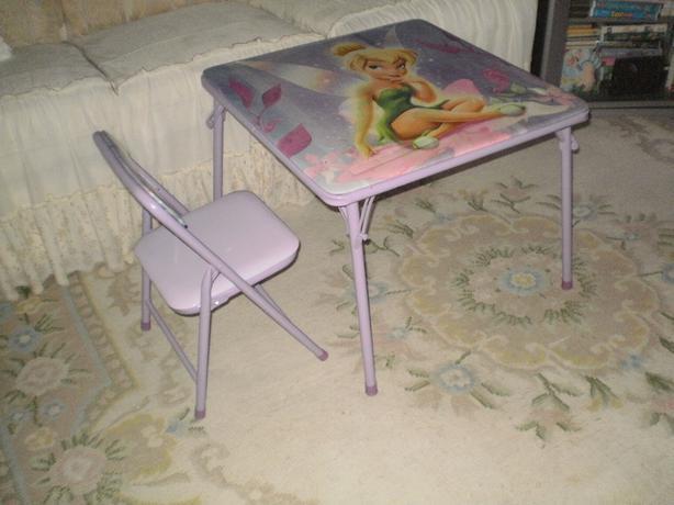 GORGEOUS, NEARLY NEW DISNEY PRINCESS ROYAL FOLDING TABLE & CHAIR