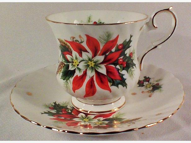 Elizabethan poinsettia teacup & saucer