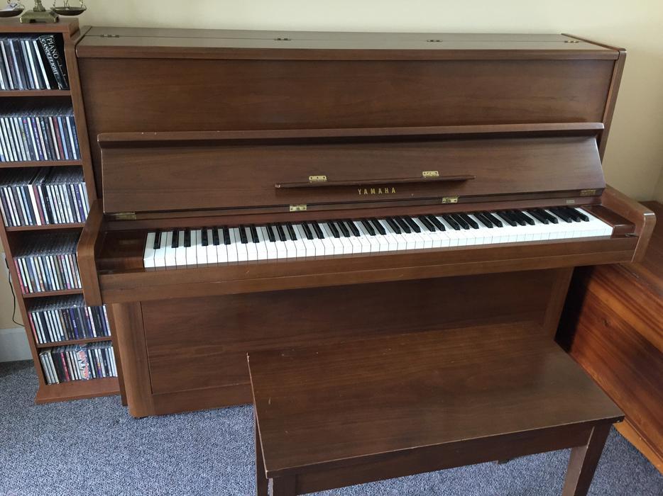 Yamaha upright piano bench malahat including shawnigan for Yamaha piano store winnipeg