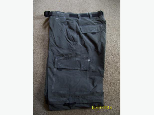 Men's Cargo pants size 34 NEW