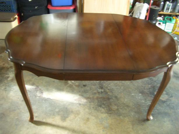 Beautiful wood round or oval dining table Parksville Nanaimo : 49447946614 from www.usednanaimo.com size 614 x 460 jpeg 32kB
